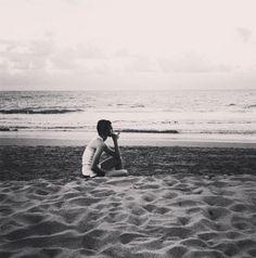 Sasha Pivovarova sur la plage http://www.vogue.fr/mode/mannequins/diaporama/la-semaine-des-tops-sur-instagram-fvrier-2015/18977/carrousel#sasha-pivovarova-sur-la-plage