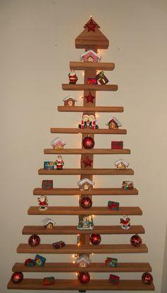 Fuxicando Ideias - Árvore de Natal de madeira                                                                                                                                                                                 Mais