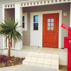 Breeze Block Wall, American Houses, California Style, Flower Beds, Entrance, House Plans, Garage Doors, Backyard, Interior