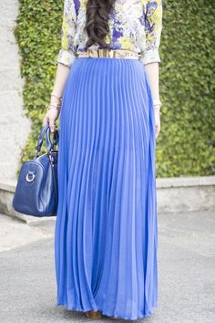Easter Outfit: Bebe Dazzling Blue Pleated Maxi Skirt Sole Society Kaylin Bag Zara Blouse Glint and Gleam Jewelry Maxi Outfits, Long Skirt Outfits, Modest Dresses, Modest Outfits, Modest Fashion, Skirt Fashion, Estilo Fashion, Ideias Fashion, Long Blue Skirts