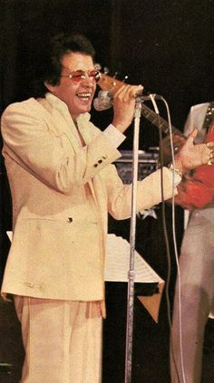Hector Lavoe en un concierto. Salsa Musica, Latino Artists, Puerto Rico History, Latin Music, We Remember, Puerto Ricans, Soul Music, Cover Photos, Musicals