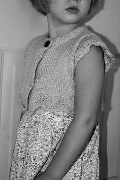 KNITTING PATTERN Ladies Easy Knit Short Sleeve Jacket Super Chunky Twilleys 9132