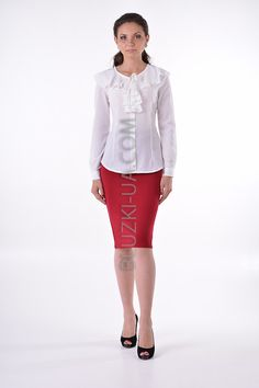 92e4c591e87 Женственная белая блузка с воланами вокруг горловины на завязках