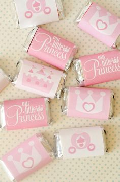 These PRINTABLE (DIY) candy bar wrappers are perfect for your upcoming Princess Party! Party materials can be printed at Princess Theme, Baby Shower Princess, Princess Birthday, Disney Princess Party, Baby Princess, Girl Birthday, Princess Diana, Princesse Party, Candy Bar Wrappers