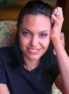 Alexandra Daddario, Angelina Jolie, Salma Hayek, Kristen Stewart, Scarlett Johansson, Hollywood Actresses, Selena Gomez, Cute, Beautiful