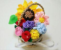 フェルトでお花。 祖母へのプレゼントに。