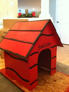 Snoopy's dog house is done being painted! – img snoopy on doghouse Snoopy Party, Snoopy Birthday, 3rd Birthday, Peanuts Christmas, Charlie Brown Christmas, Charlie Brown And Snoopy, Christmas Tree, Christmas Float Ideas, Christmas Parade Floats