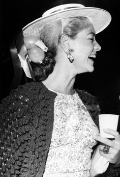 Lovely Lauren Bacall - this is beautiful Hollywood Stars, Classic Hollywood, Old Hollywood, Bogart Movies, Bogie And Bacall, Humphrey Bogart, Lauren Bacall, September 16, Celebs