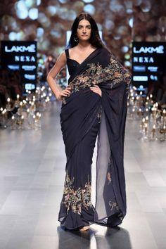 Shyamal and Bhumika - Lakme Fashion Week - SR 18 - 16 Trendy Sarees, Stylish Sarees, Trendy Dresses, Fashion Dresses, Saree Fashion, Women's Fashion, Tokyo Fashion, Bridal Fashion, Trendy Outfits