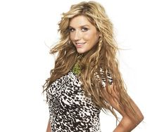 Truth be told, I love Ke$ha.  I think she is gorgeous when she actually cleans up, and I'm in love with her perfectly messy hair.