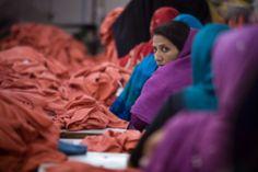 Programa de las Naciones Unidas para el Desarrollo - PNUD.  Proporcionar más oportunidades a las mujeres ayuda al desarrollo económico de las comunidades y reduce la desigualdad.
