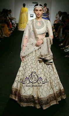 Aditi Rao Hydari in Jayanti Reddy Indian Bridal Lehenga, Indian Bridal Wear, Indian Gowns, Indian Wedding Outfits, Indian Attire, Indian Ethnic Wear, Pakistani Dresses, Indian Outfits, Lakme Fashion Week