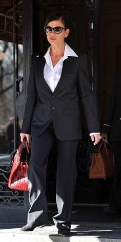 Who made Catherine Zeta Jones' black sunglasses, shoes and tote that she wore in New York? Sunglasses – Alexander McQueen  Shoes – Chanel  Purse – Hermes