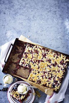 Gesunder Schoko-Kuchen mit vielen Johannisbeeren #schokokuchen #gesund #schokolade #gesundbacken