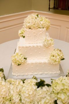 Lovely hydrangea wedding cake