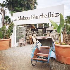 La maison blanche ibiza Weekender, Ibiza Travel, Ibiza Fashion, Menorca, Vacation Spots, Coffee Shop, Ibiza Style, Cosmic, Places