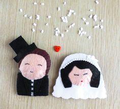 """Profuma biancheria """"Bride and groom""""  L'inconfondibile profumo di elicriso rende ancora più romantici questi due sposini!"""