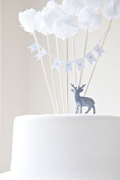I love these decorations for a simple and elegant Christmas cake Custom Banner for Cake Pom Collection. via Etsy. Pretty Cakes, Cute Cakes, Beautiful Cakes, Cake Bunting, Cake Banner, Mini Bunting, Diy Cake Topper, Cake Toppers, Bolo Original