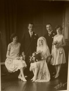 Wedding party, 1920s. I want photography like this ... Vintage wedding pictures ... Rustic glamorous, country elegance, shabby chic, vintage, whimsical, boho, best day ever