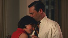 Pin for Later: TV's Sweetest, Sexiest Kisses of 2014 Mad Men Don (Jon Hamm) and Peggy (Elisabeth Moss) patch up their friendship with a slow dance and a soft kiss. Mad Men Peggy, Mad Men Don, And Peggy, Mad Men Final Season, Season 7, Don Draper, Zou, Don Meme, Peggy Olson