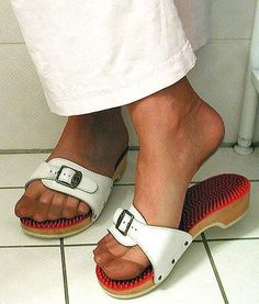 Wooden Sandals, Cork Sandals, Sexy Legs And Heels, Socks And Heels, Clogs, Dr Scholls Sandals, Ladies Sandals, Women's Feet, Birkenstock