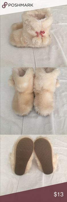 """Preloved cozy slippers 7 1/2 Preloved from pet friendly home 7"""" tall Shoes Slippers"""
