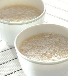 """Blanc-manger coco, recette de Babette de Rozières, extraite de """"Et Hop ! En cuisine avec Babette"""", éd. Orphie."""