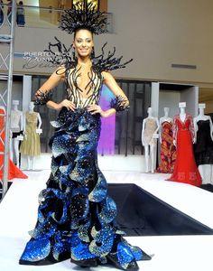 Miss Universe Puerto Rico 2013, Monic Perez. Traje típico alusivo a las bahías bioluminiscentes.