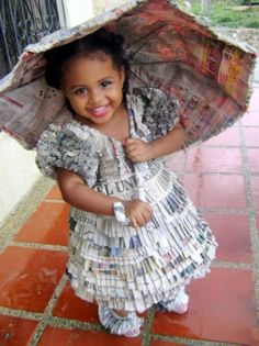 Disfraces con papel de periódico: princesa con parasol