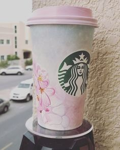 Starbucks Sakura Blossom Beverages Are As Gorgeous As Cherry Blossoms in Spring Black Coffee, Hot Coffee, Coffee Time, Coffee Mugs, Starbucks Drinks, Starbucks Coffee, Cafe Cup, Pink Cups, Cool Cafe