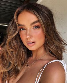 bronze makeup – Hair and beauty tips, tricks and tutorials Beauty Make-up, Hair Beauty, Sommer Make-up Looks, Natural Makeup Looks, Natural Prom Makeup For Brown Eyes, Natural Makeup Brands, Natural Summer Makeup, Organic Makeup, Brown Blonde Hair
