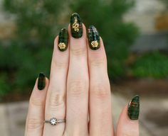 Pin for Later: 31 Days of Jaw-Dropping Nail Art Magic Day 4: Green Source: Lady Crappo