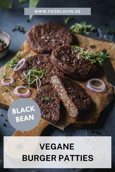 Diese veganen Burger Patties werden aus schwarzen Bohnen gemacht und kommen damit dem amerikanischen Original Black Bean Burger gleich. #rezept Protein Brownies, Black Bean Burgers, Black Beans, Guacamole, Sandwiches, Vegan Burgers, Browning, Meat, Simple