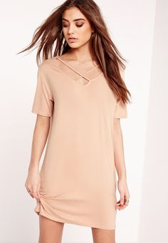 Robe t-shirt nude lanières croisées - Missguided taille 42   19.95€  https://www.missguidedfr.fr/robes/robe-t-shirt-nude-lanieres-croisees