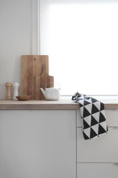 Triangle tea towel by Ferm Living http://www.nordicblends.nl/nl/producten/ferm-living/p-4-2/ferm-living-theedoek-Triangle-black.html