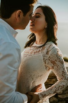 Table Mountain South Africa adverntures with a stunning couple from Brazil. Loved photographing this couple and doing some wedding portraits for them. Table Mountain, Bridal Photography, Wedding Portraits, Boho Style, Boho Fashion, Africa, Couple Photos, Couples, Beautiful