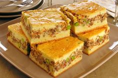 Ground beef pie with sour cream dough cake recipes unicornio cake cake de carne de tortilla salados individuales Beef Pies, Diy Food Gifts, Portuguese Recipes, Love Food, Tapas, Food And Drink, Cooking Recipes, Yummy Food, Favorite Recipes