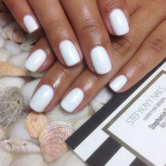 Gel manicure OPI in alpine snow by @stefykayynails