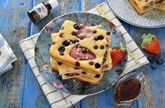 Sheet pan pancake with fruits Fruit Pancakes, Waffles, Tasty, Yummy Food, Yummy Recipes, No Cook Desserts, Kefir, Kitchen Hacks, Sheet Pan