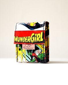 Zigaretten Hülle WONDER WOMAN Comic upcycling! PauwPauw Hülle für Zigarettenschachtel, Zigarettenetui DC Comic Recycling handmade in Berlin von PauwPauw auf Etsy