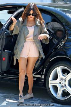 Kourtney Kardashian http://www.icelebz.com/celebs/kourtney_kardashian/photo9.html