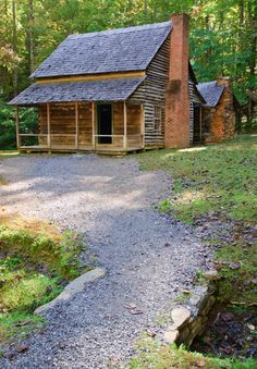 Gatlinburg cabin rentals and Pigeon Forge cabin rentals near Dollywood in the Smoky Mountains of Tennessee. Cabins for weddings, honeymoons & reunions. Log Cabin Kits, Log Cabin Homes, Log Cabins, Mountain Cabins, Abandoned Houses, Old Houses, Barn Houses, Gatlinburg Cabins, Cades Cove