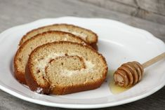 Recept s fotopostupom na ozaj fantastickú medovú roládu. Dessert Recipes, Desserts, Pancakes, French Toast, Bread, Baking, Breakfast, Food, Tailgate Desserts