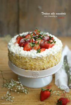 La torta di oggi nasce su misura per la mia nuova alzatina, regalo graditissimo di due cari amici. A volte l'ispirazione per una ...