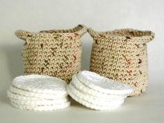 Crochet makeup remover pads with a clean and dirty bag! Inspiracion ༺✿ƬⱤღ http://www.pinterest.com/teretegui/✿༻