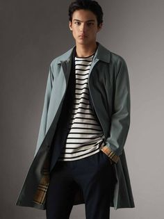 The Car Coat is a versatile, single-breasted style rooted in our motoring heritage. Light and protective, it is made in Castleford from tumbled tropical gabardine and lined in our Vintage check – a print first used in the 1960s. The Camden fit is slim with concealed fastenings for a streamlined look, making it a natural match for a shirt or tee.