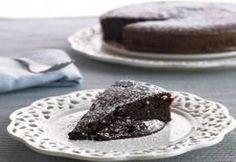 Ingredientes 200 g de açúcar 250 g de chocolate em barra 250 g de manteiga 6 ovos 50 g de farinha Preparação: Coloque a borboleta na lâmina, deite as claras e programe 6 Min., Vel. 3. Retire...
