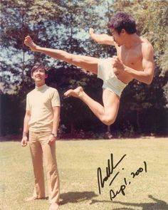 """Bruce Lee demonstrating a flying side kick and side Kick. It is Bruce Lee's classic Kung Fu movement. Kung Fu, Brice Lee, Bruce Lee Chuck Norris, Bruce Lee Family, Bruce Lee Photos, Jeet Kune Do, Brandon Lee, Martial Artists, Cinema"