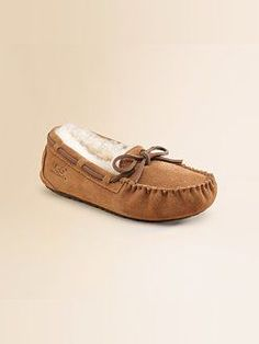 UGG slippers perfect for my cold feet! Kids Ugg Slippers, Kids Clothes Online Shopping, Uggs With Bows, Ugg Australia, Leather And Lace, Ugg Boots, Moccasins, Boat Shoes
