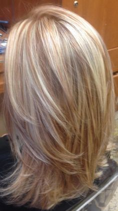 Light Blonde Highlights, Blonde Hair With Copper Lowlights, Baby Highlights, Red Blonde, Blonde Color, Hilights And Lowlights, Blonde Hightlights, Caramel Highlights, Blonde Hair Cuts Medium